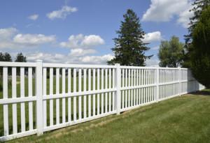 Vinyl Fences vs. Wood Fences for you Long Island Home